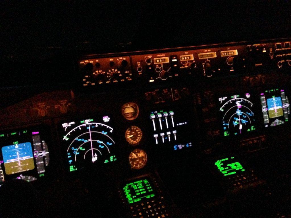 Boeing 747-8i cockpit